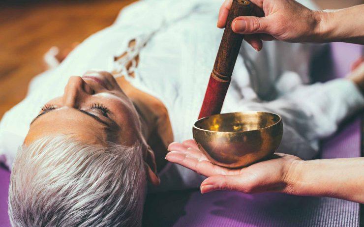 sound-meditation-tibetan-singing-bowl-VECWPNZ.jpg